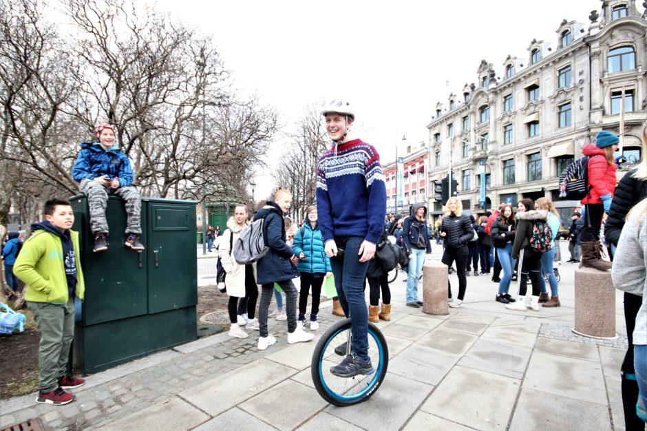 Jakob Kallum Hall (15) har fem forskjellige enhjulinger